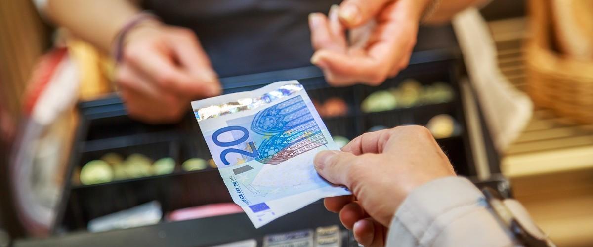 Supermarkt-Discounter-Geld-abheben-1200x500-1522318158
